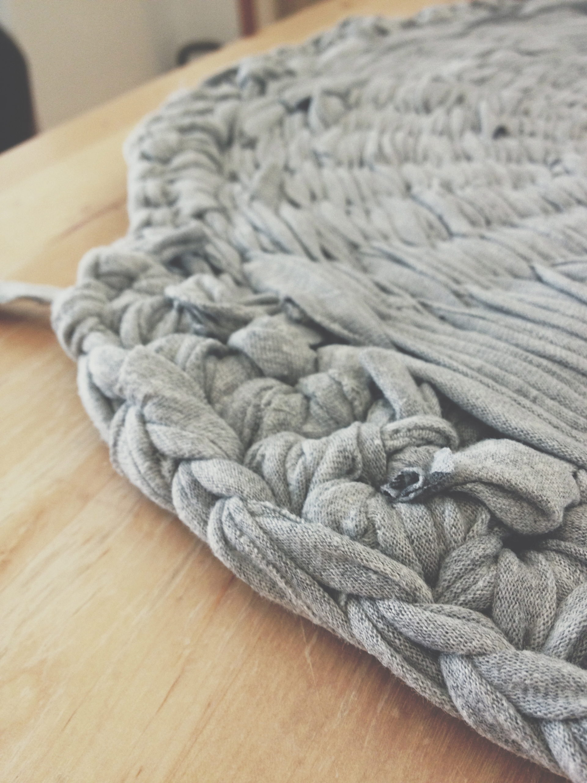 DIY : How to make a rag-rug - Hannah