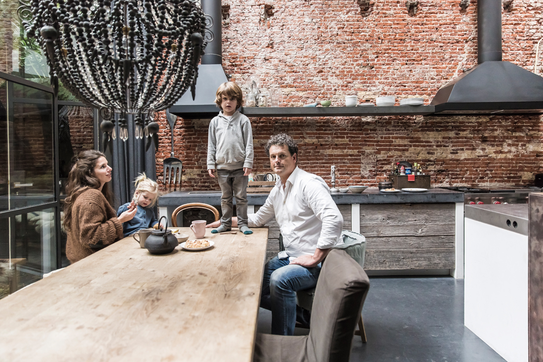 house tour amsterdam warehouse turned family home hannah in the house. Black Bedroom Furniture Sets. Home Design Ideas