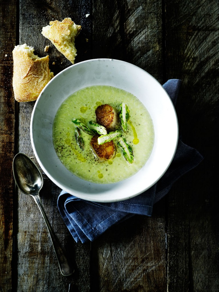 Soup-of-green-asparagus-with-fried-scallops