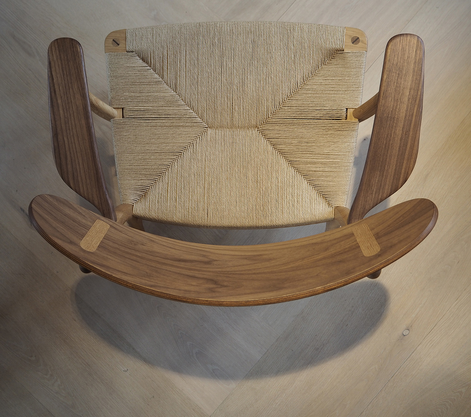 CH22 Lounge chair by Han J Wegner