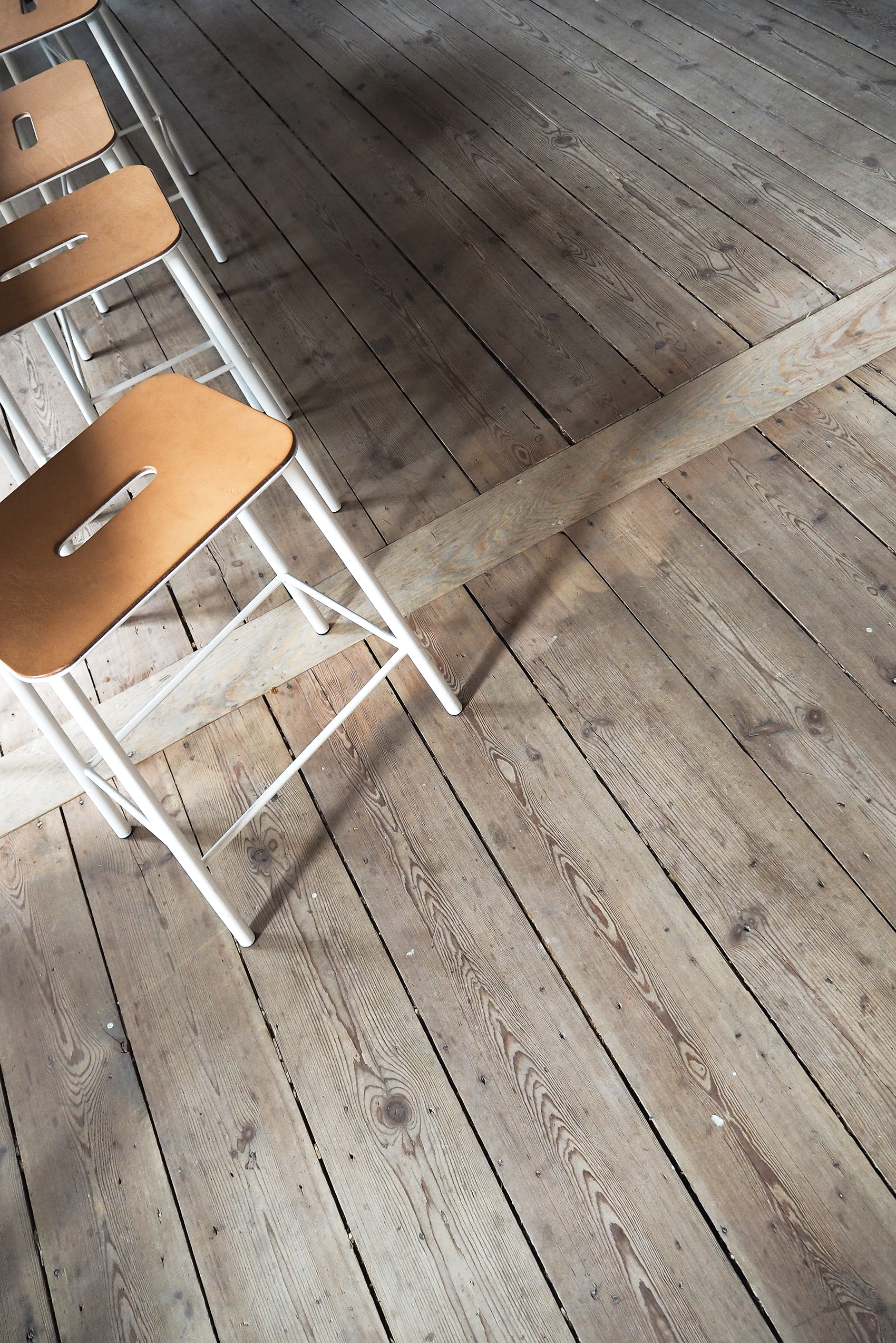 FRAMA - ADAM stool white