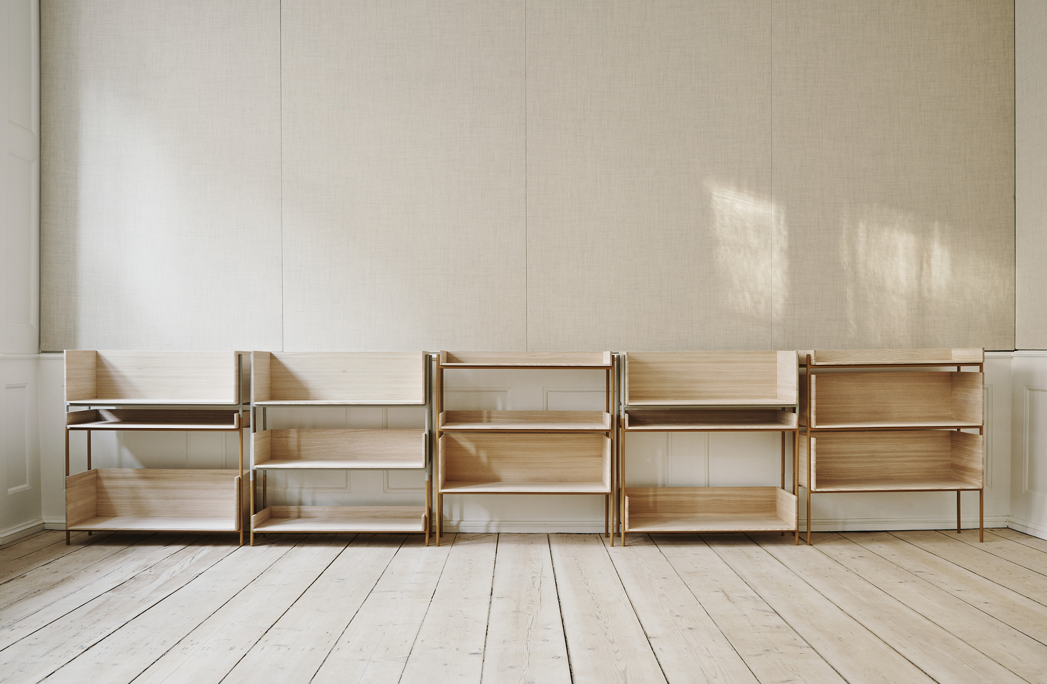 5 simple minimalist shelving solutions hannah in the house for Minimalist bedroom storage
