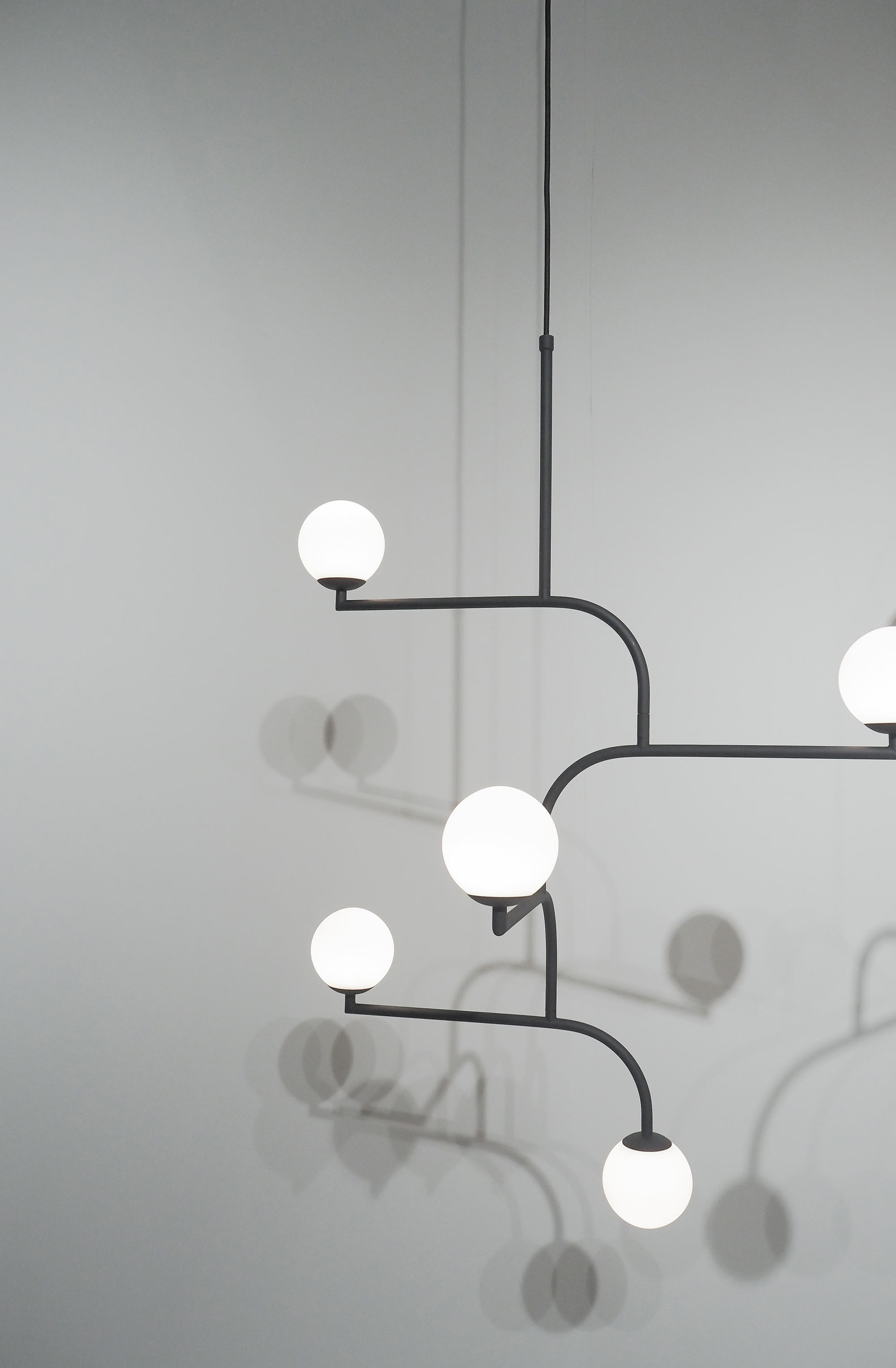 Mobil, the minimalist chandelier