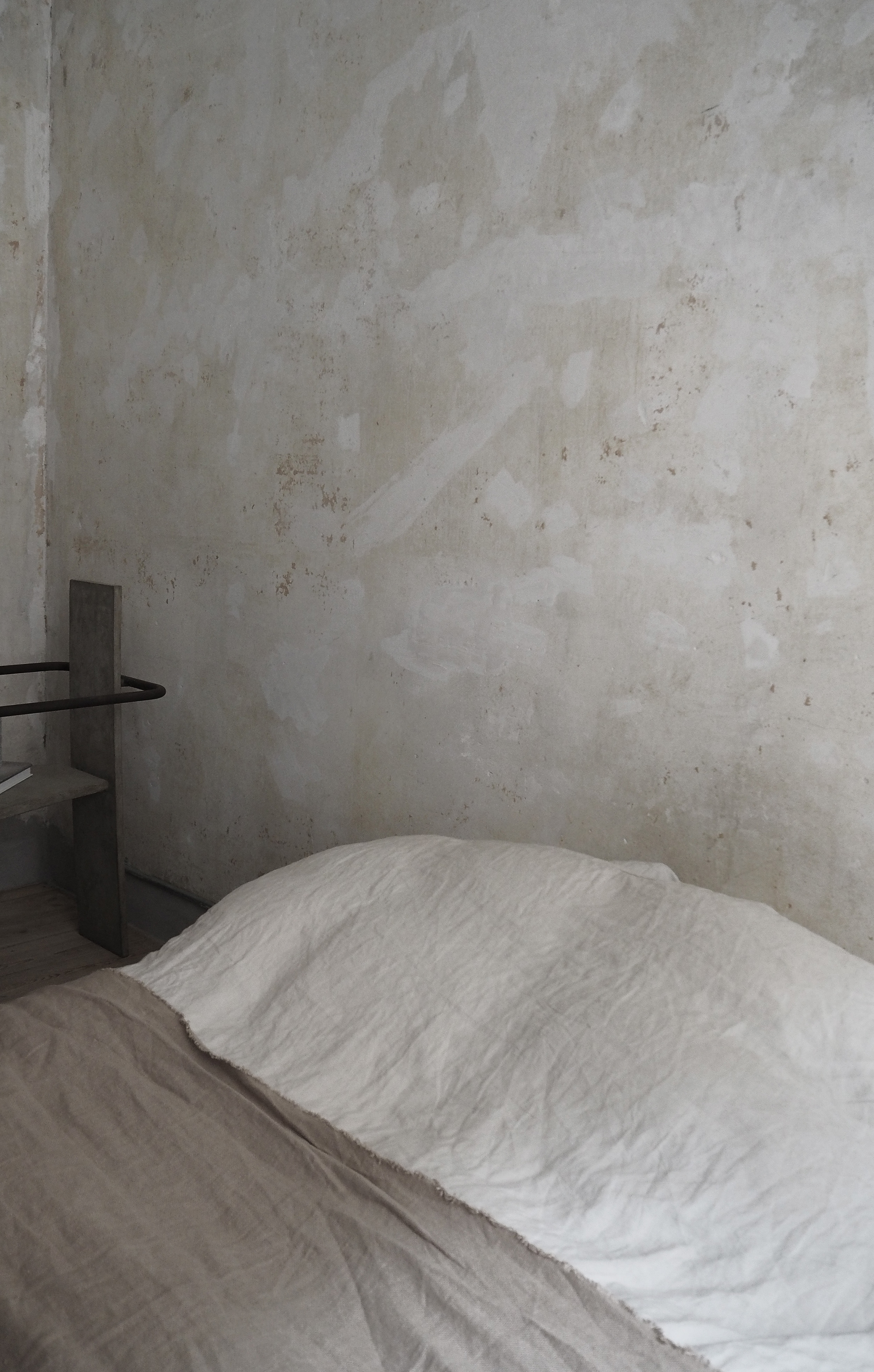 The Frama Apartment, a minimal bedroom