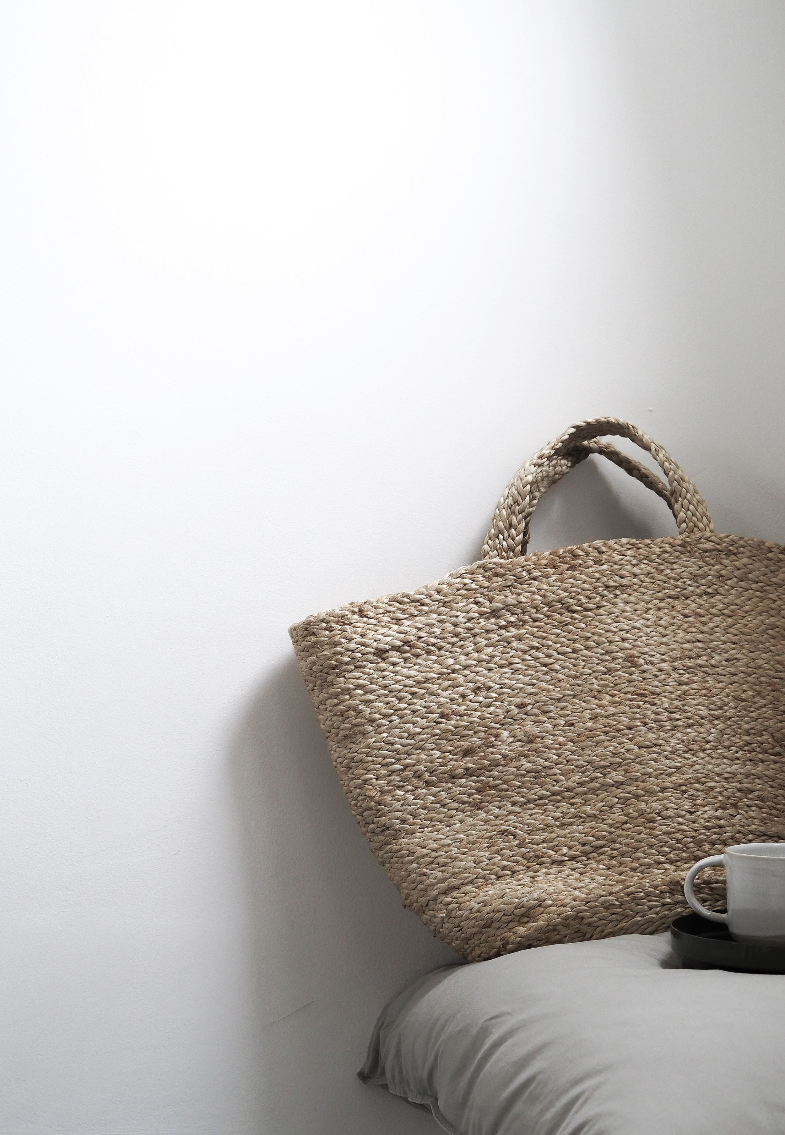 Natural woven jute basket. Simple, peaceful, minimal style. Malling Living