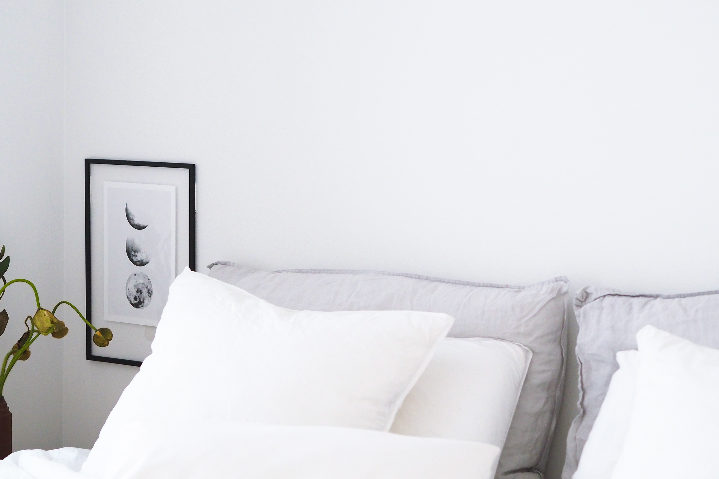 Simple minimalist Scandinavian art prints and frames with Desenio